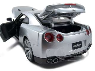2009 NISSAN GT R R35 SILVER 1:18 DIECAST MODEL CAR
