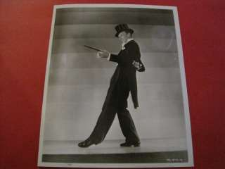 Fred Astaire in a tuxedo & top hat dancing B&W (AG7)