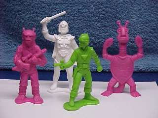 SET STAR RAIDERS BUCK ROGERS HARD PLASTIC FIGURES 1970s
