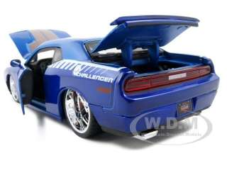2008 DODGE CHALLENGER SRT8 BLUE 124 DIECAST CUSTOM