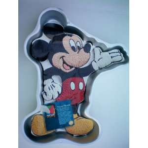 Wilton Mickey Mouse Cake Pan w/insert    Disney 1995    RETIRED    as