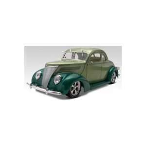 Revell 124 37 Ford Coupe Street ROD Toys & Games