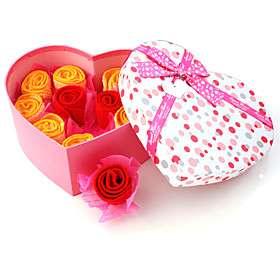 de bodas con un corazón lleno de amor en forma de caja, ¡Envío