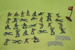 PLASTIC ARMY MEN SOLDIER 33 TOY SOLDIERS FENCE FLAG